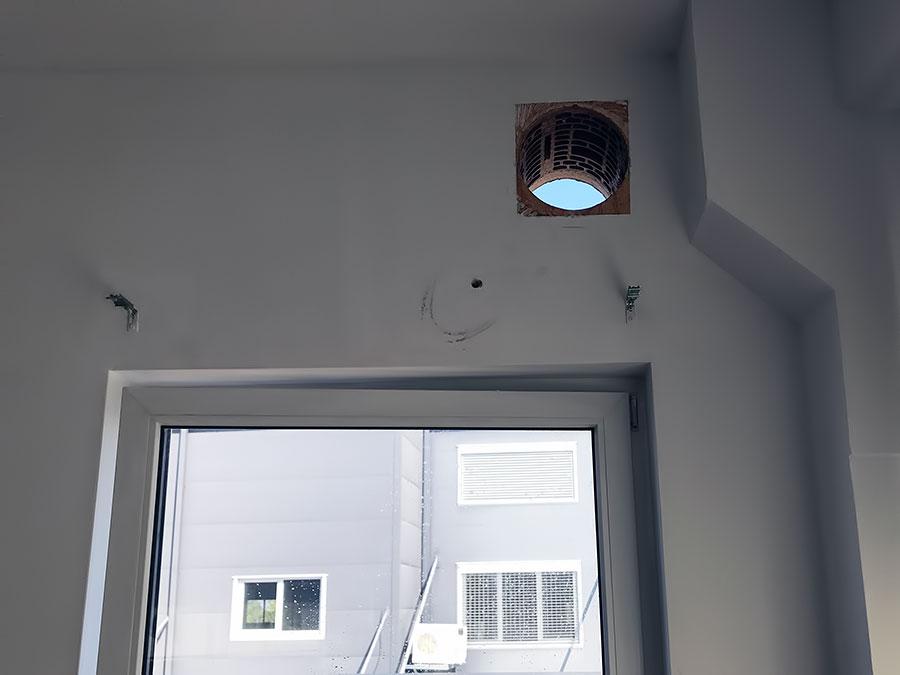Izbusen otvor u ciglenom zidu za ventilaciju