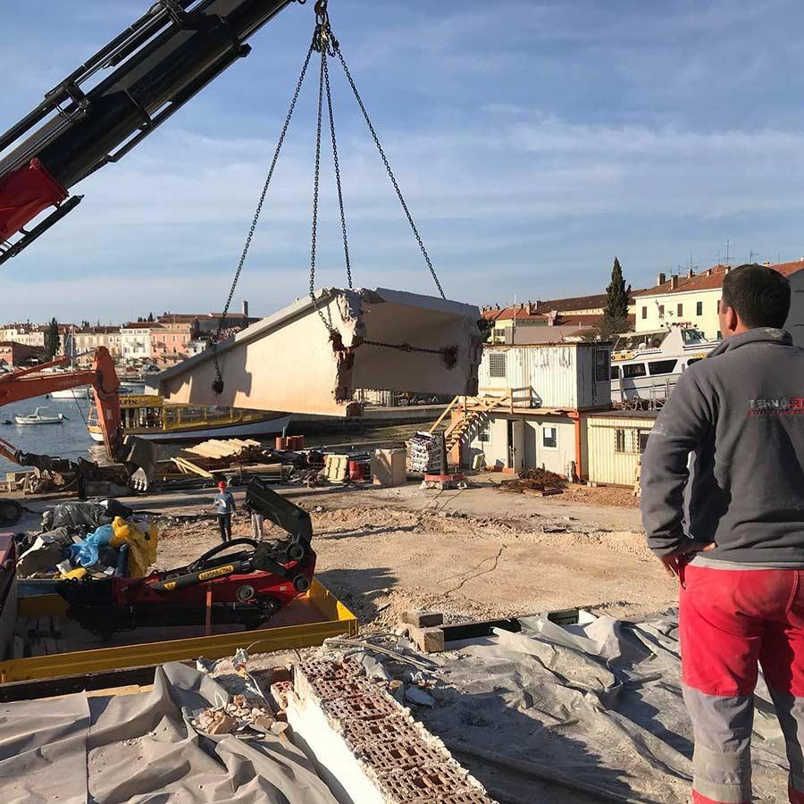 Izvlacenje izrezanog betonskog bloka