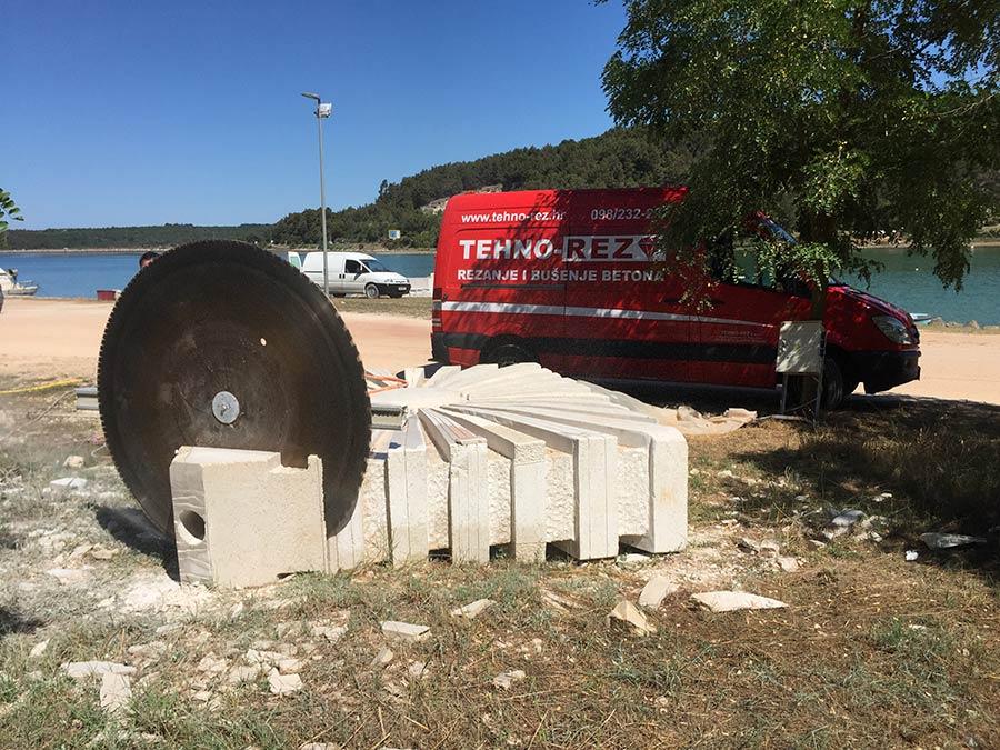 Rezanje dijela spomenika